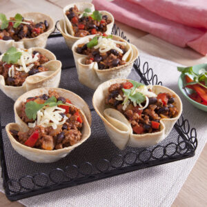 quick and easy chilli con carne tortilla cups recipe from edgell