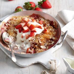 Strawberry & Rhubarb Baked Porridge Oats
