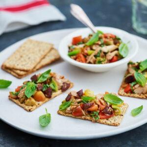 Tuna, Tomato & Olive Vita-Weats