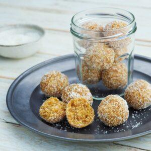 Apricot, Shredded Wheatmeal and Macadamia Bliss Balls